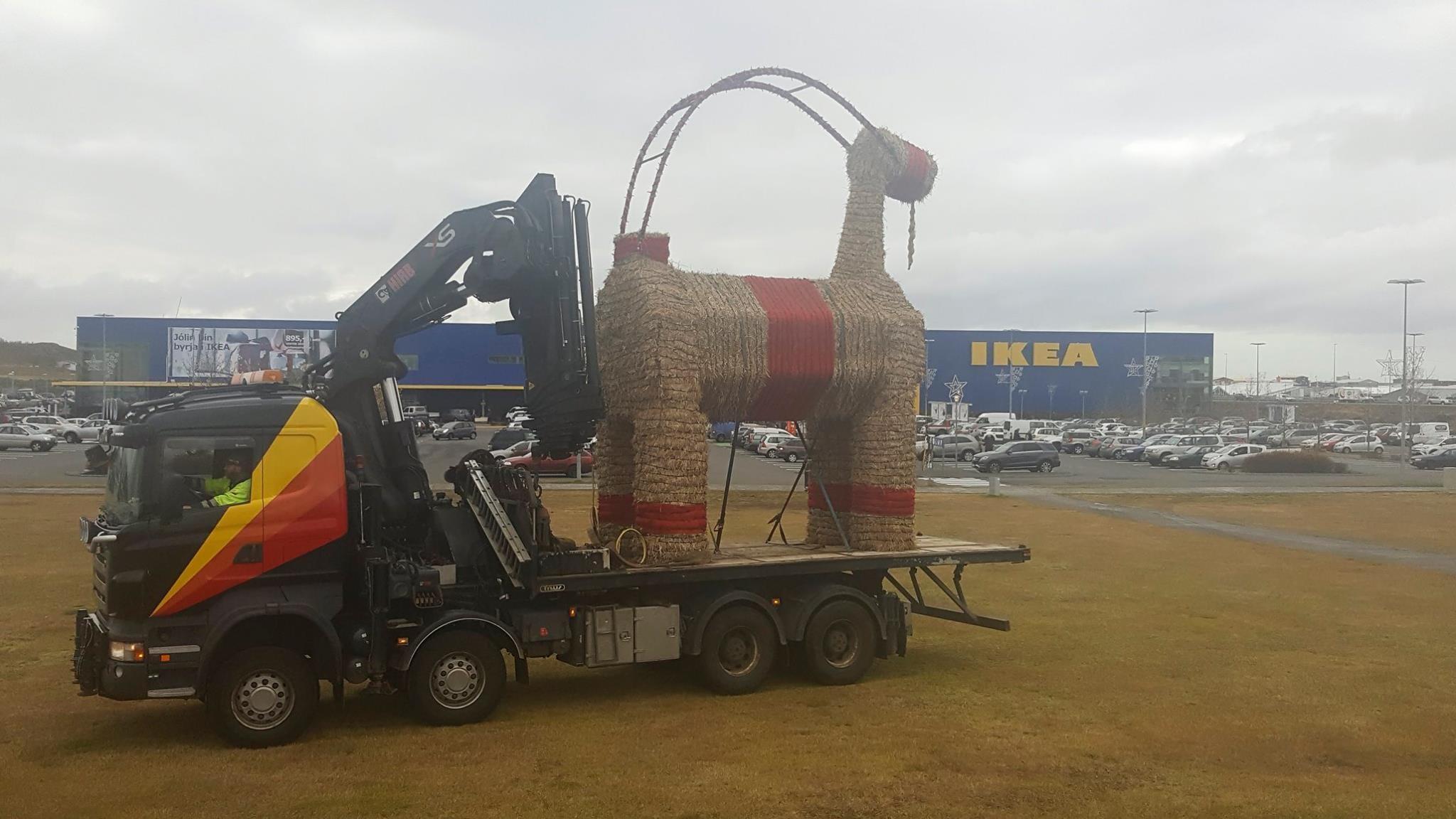IKEA-geitin brann til kaldra kola í nótt