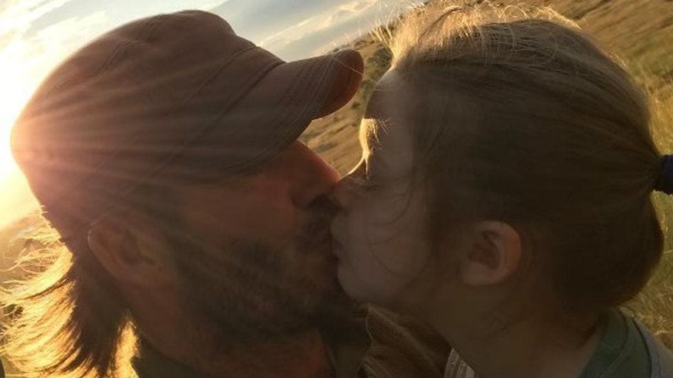 """David Beckham gagnrýndur fyrir að kyssa dóttur sína á munninn: """"Viljum sýna börnunum okkar að við elskum þau"""""""