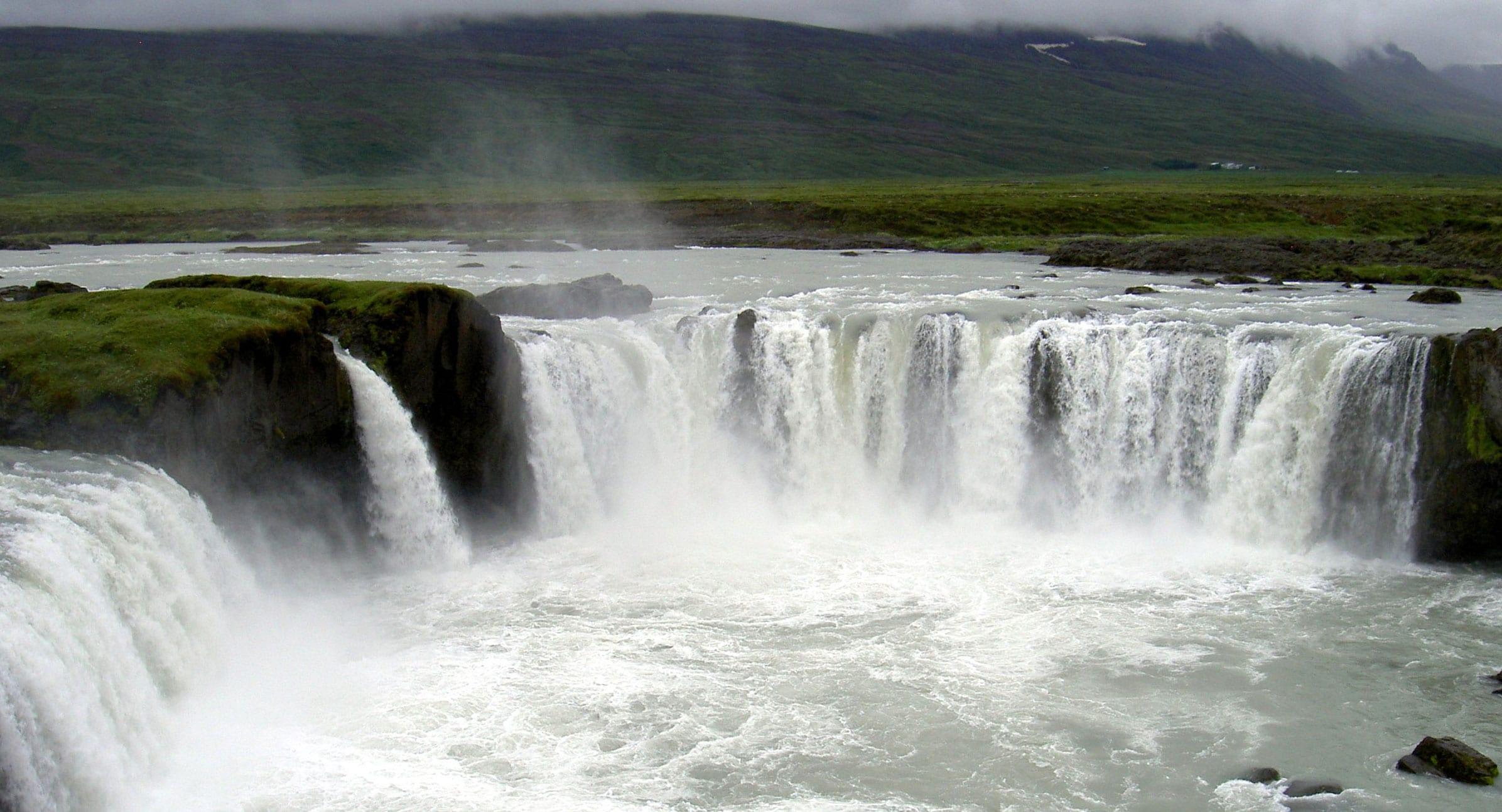 Maðurinn sem féll í Goðafoss á góðum batavegi