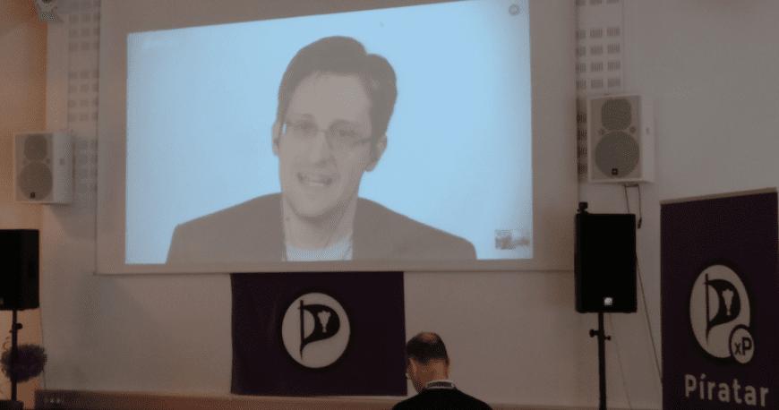 Edward Snowden leynigesturá aðalfundi Pírata