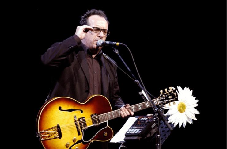 Elvis Costello greindur með krabbamein
