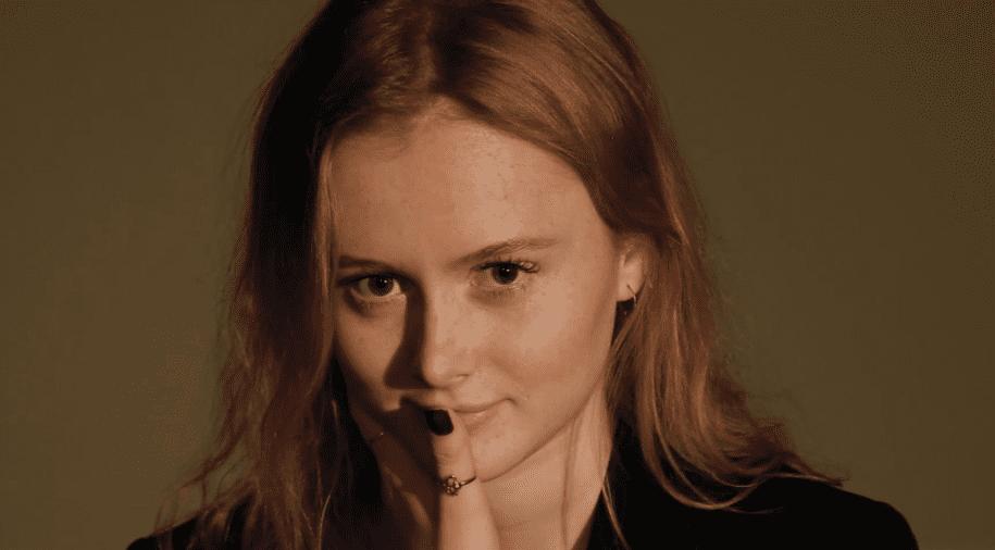 """Myndband: Elín Sif frumflytur nýtt lag í hljóðveri Sýrlands—""""Upp að mér"""""""