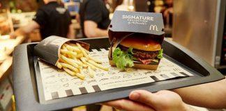 Þjónað til borðs á McDonalds