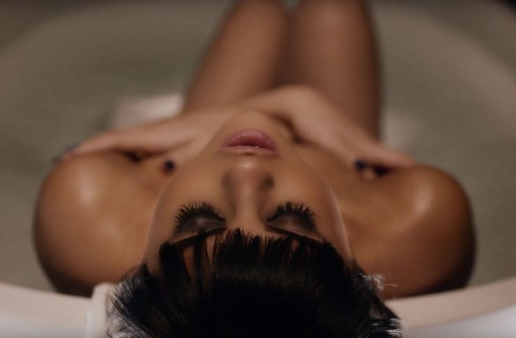Selena Gomez ögrar í nýju myndbandi