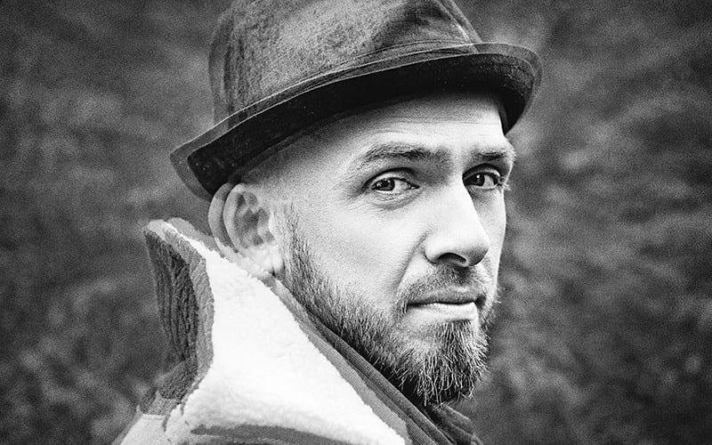 Sverrir Bergmann tók sturlaða ábreiðu af laginu Shallow - Myndband