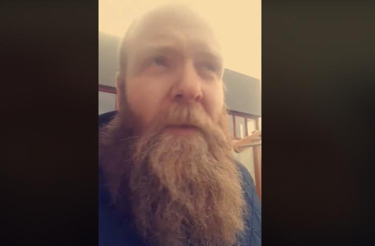 Fólk getur ekki hætt að HLÆJA að pabbahelginni hans Ása -