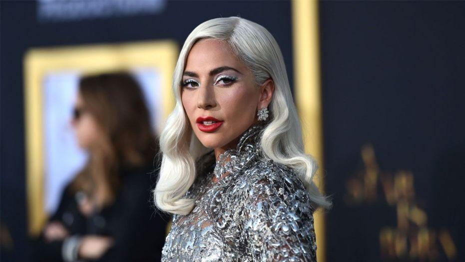 """Lady Gaga féll fram af sviðinu:""""Við héldum öll að hún væri dáin"""""""