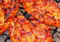 Grillaðar kjúklingabringur í BBQ-hunangs-chilli marineringu